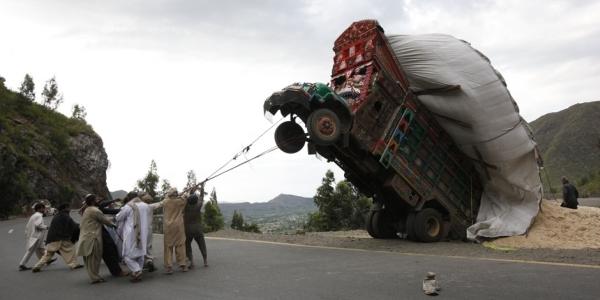 Overloaded truck - Main Khursheed